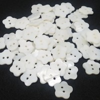 "Mother of Pearl ButtonWhite Flower14mm (1/2"")Min. 1 Doz - Product Image"